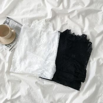 Дантелена дамска блуза в бял и черен цвят с лотос ръкав