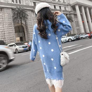 Ежедневна плетена рокля в син цвят прав модел с дантела