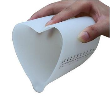 Мека мерителна кана от силикон с 500мл капацитет във формата на сърце