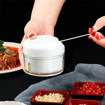 Малък ръчен чопър с капацитет 170мл подходящ за чесън, ядки и малки зеленчуци в бял цвят
