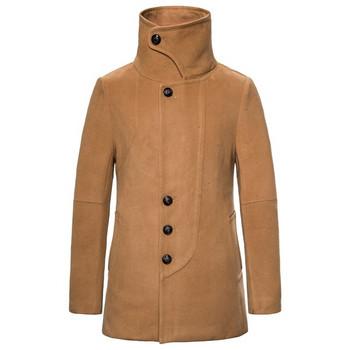 Мъжко зимно палто с копчета и висока яка в кафяв цвят