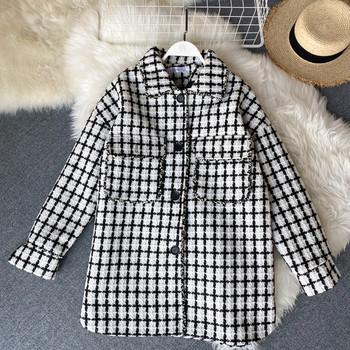 Дамско карирано зимно палто в ретро стил с копчета в черно-бял цвят