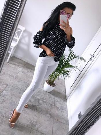 Модерна дамска риза с дълъг ръкав и голи рамене в черен цвят