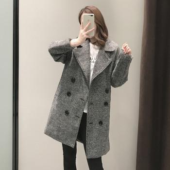 Елегантно дамско палто в сив цвят с копчета прав модел