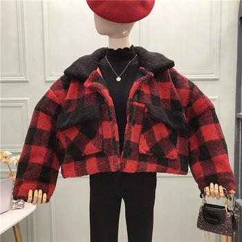 Модерно дамска карирано палто с копчета и джобове в червен и черен цвят