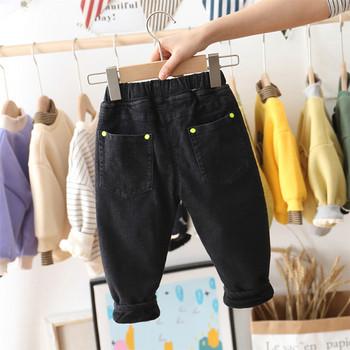 Детски дънки за момчета с надписи и джобове в черен цвят
