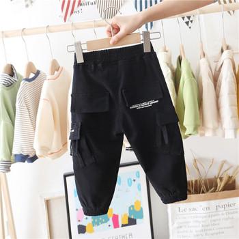 Модерен детски панталон за момчета в черен цвят с надписи и джобове
