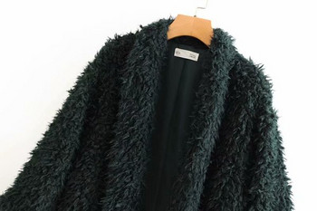 Модерно дамско пухено палто в черен цвят