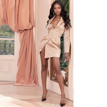 Елегантна дамска къса рокля с дълъг ръкав и дълбоко деколте в розов цвят