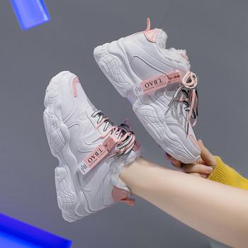 Дамски маратонки с мека подплата и цветни връзки в бял цвят