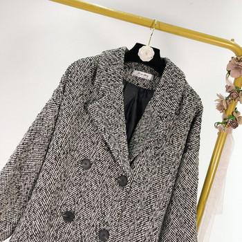 Тънко пролетно-есенно палто с копчета и дълбоко деколте в сив цвят