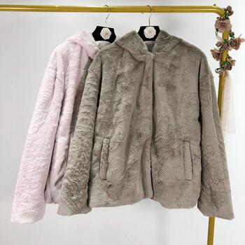 Късо пухено палто с качулка и джобове в сив и розов цвят