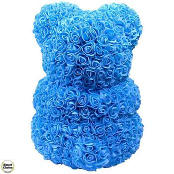 Ръчно изработено мече от рози в синьо с бяло сърце 37 см