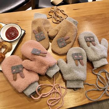 Плюшени детски ръкавици с 3D елемент заек и връзка за врата в четири цвята