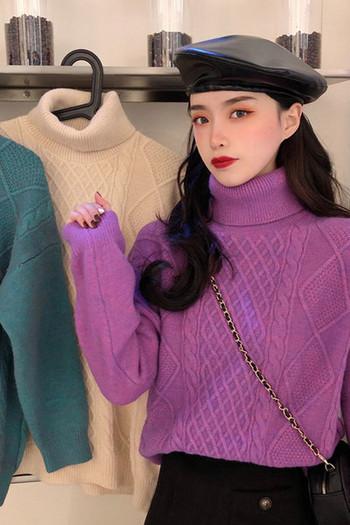 Модерен дамски пуловер с висока яка в три цвята