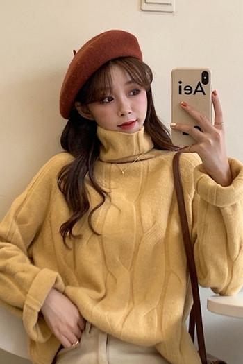 Дамски модерен пуловер широк модел с висока яка