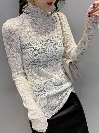 Дамска дантелена пролетна блуза с висока яка в черен и бял цвят