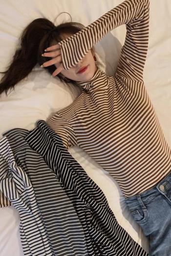 Ежедневна дамска раирана блуза с висока яка - втален модел