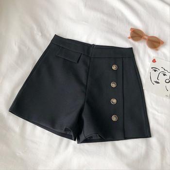 Къси дамски панталони широк модел с копчета и висока талия