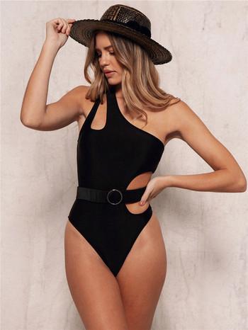 НОВ Модел цял бански костюм с колан и една презрамка в черен цвят
