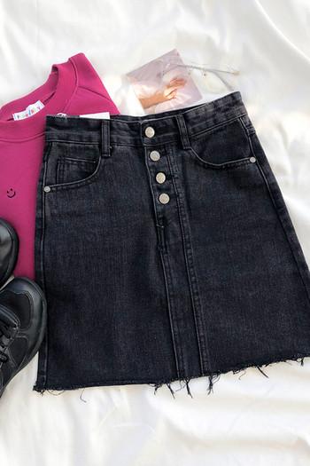 Актуална дамска дънкова пола с висока талия и копчета