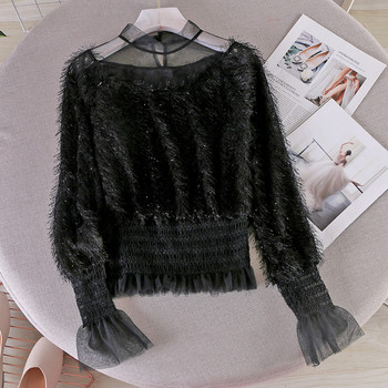 Стилна дамска блуза с ниска яка и пискюли