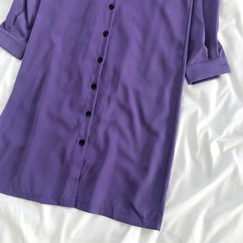 Стилна дамска рокля със средна дължина, копчета и колан на талията