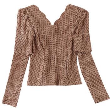 Актуална дамска блуза с V-образно деколте и дантела