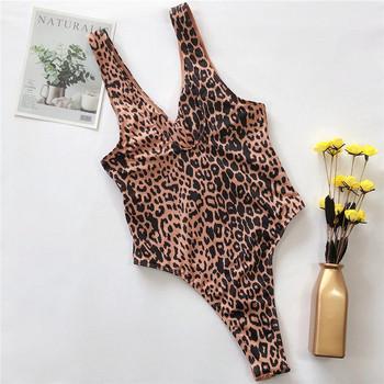 НОВ модел цял бански костюм с леопардов десен и изрязана част
