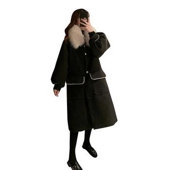 Зимно дамско палто широк модел с пухена яка и джобове